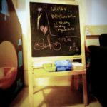 Podziękowania na tablicy w kąciku dla dzieci w Kawiarni Hoża 51